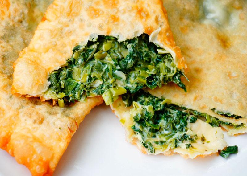 Шекецили с яйцом, сыром и зеленью
