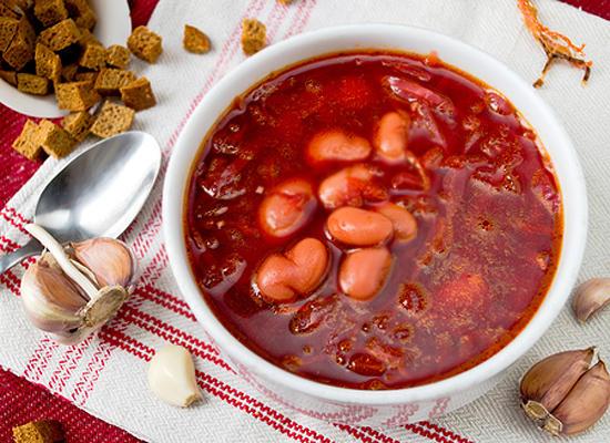 Свекольный суп с грибами и фасолью