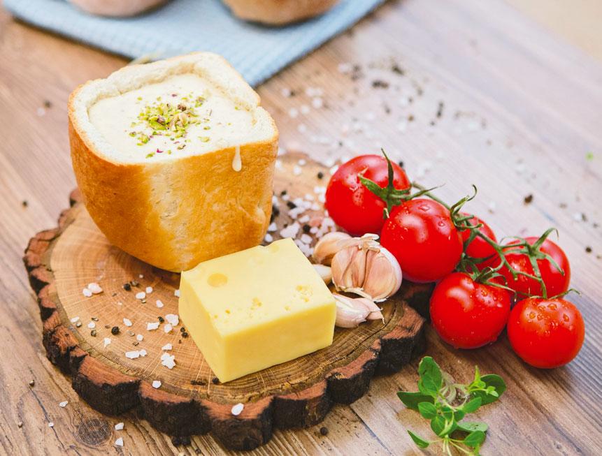Сырный суп в хлебе