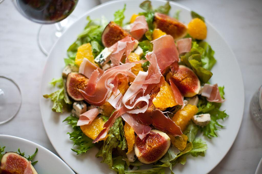 Салат с инжиром и беконом