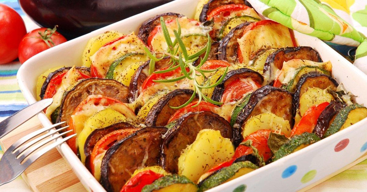 Весенняя радуга: разноцветные овощи, запеченные с сыром