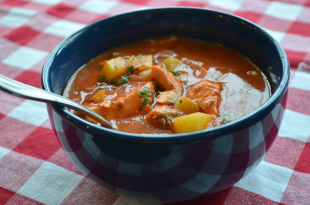 Лёгкий суп из консервированной горбуши