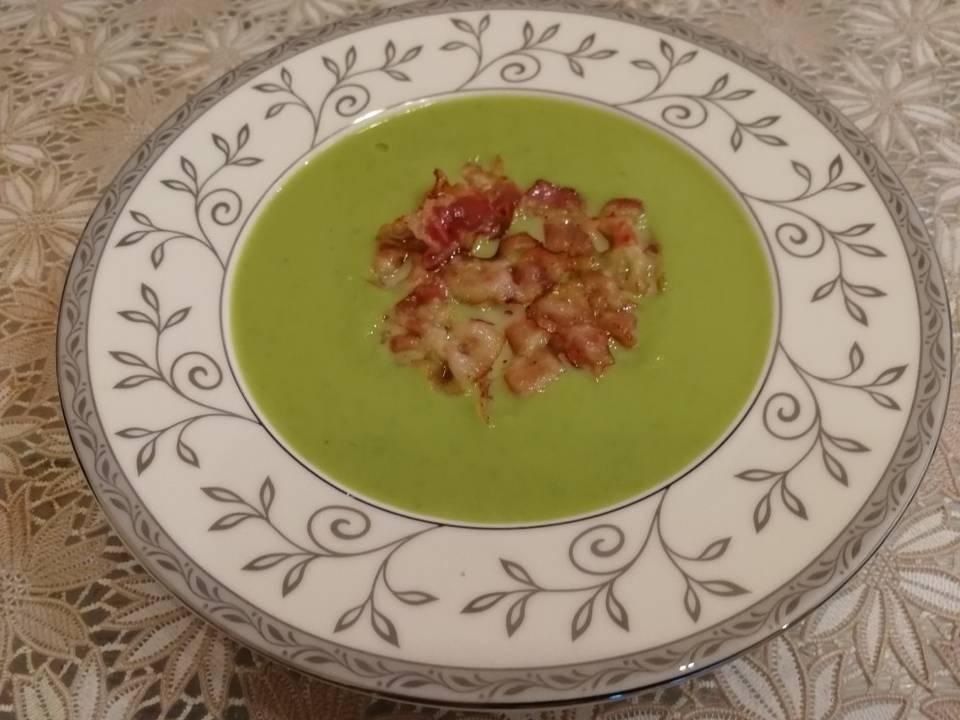 Крем- суп из зелёного горошка с беконом
