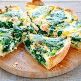 Киш с красной рыбой брокколи и голубым сыром
