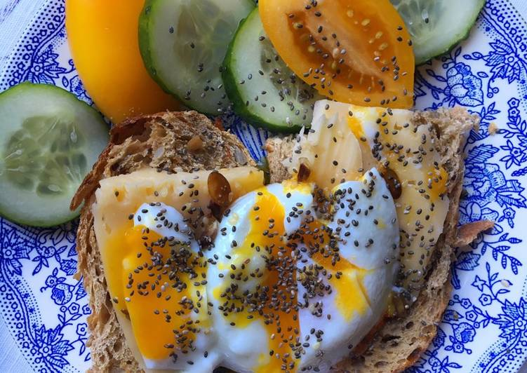 Яйцо пашот на хрустящем тосте