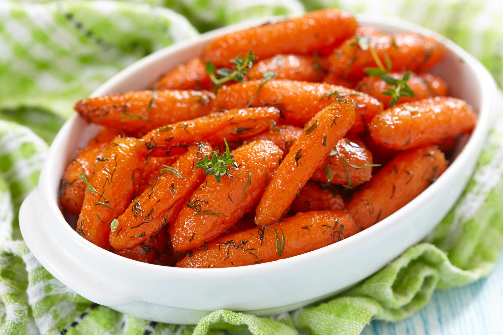 Дип из печеной моркови с чечевицей