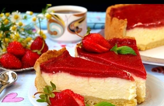 Рецепт вкуснейшего творожного пирога с муссом из свежей или замороженной клубники