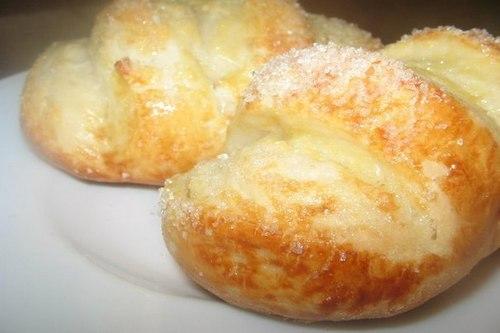 Мягкие ванильные булочки с сахаром