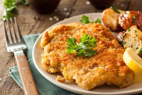Куриное филе в смеси из картофеля, яйца и муки