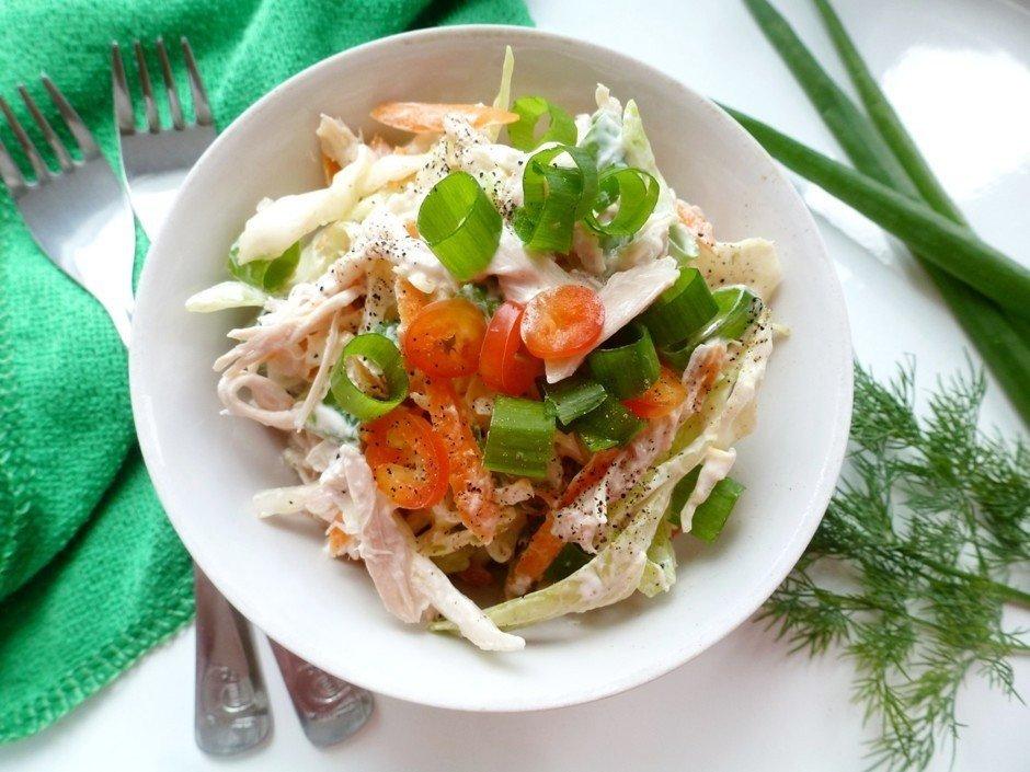 Салатик со свежей капустой и курицей
