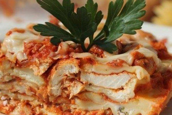 Куриная лазанья с творожным соусом