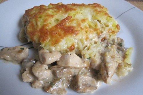 Курица, запечённая с грибами под картофелем
