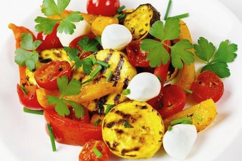 Овощи гриль с сыром моцарелла