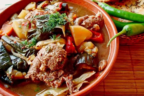 Овощное рагу с жирной бараниной