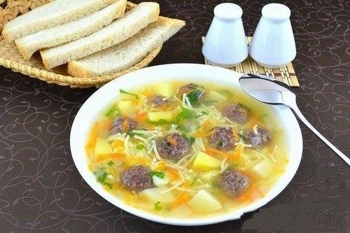 Сытный суп с фрикадельками из фарша