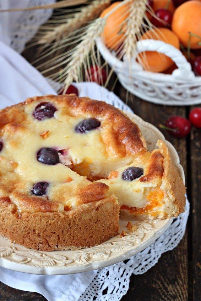 Цветаевский пирог с абрикосами и черешней