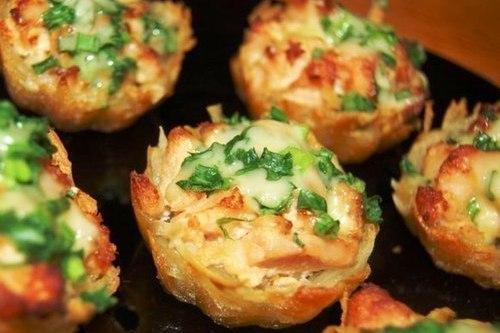 Тарталетки из картофеля под чесночным соусом