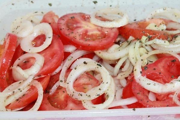 Закуска из помидоров в остром маринаде
