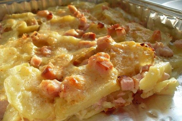 Запеченный картофель с карбонадом и сыром