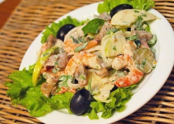 Очень вкусный салат с креветками и шампиньонами