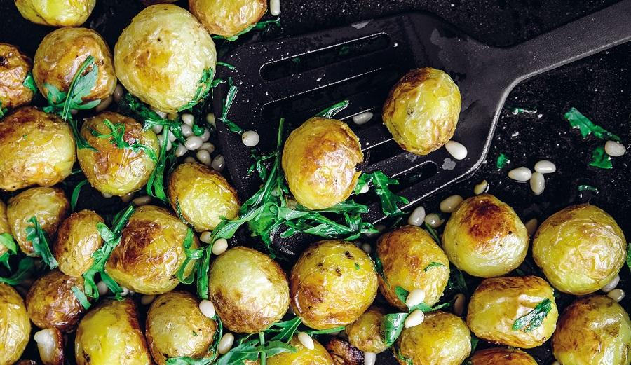 Идеальный запечённый картофель с кедровыми орехами и чесноком