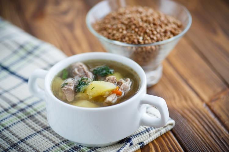Гречневый суп со свиными ребрышками по-деревенски