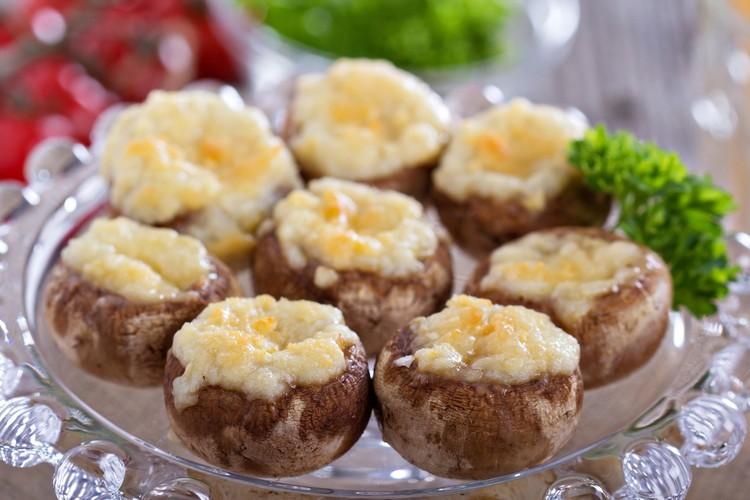 Вкусные шампиньоны, запечённые с сыром и чесноком