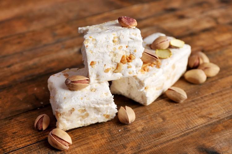 Восточный десерт «Нуга» с фисташками