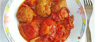 Котлеты в томатно-овощном соусе,  запеченный в горшке