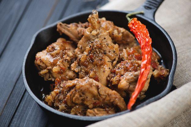 Горячее ароматное рагу из курицы, в меру острое, с ярким и насыщенным вкусом!