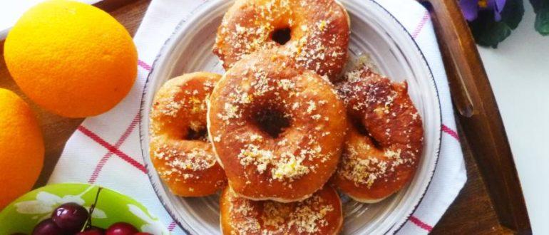Пряный сахар из корицы, апельсина и лимона делает пончики настолько вкусными и ароматными, что очень сложно остановиться.