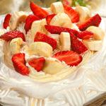 Этот роскошный торт был придуман в 1929 году австралийским поваром в честь Анны Павловой