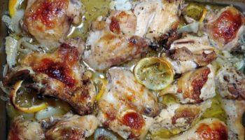 Очень вкусная курица запеченная с лимонами, тимьяном и белым вином