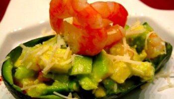 Шикарный салат из авокадо с креветками