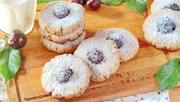 Овсяное печенье с орехами и вишней