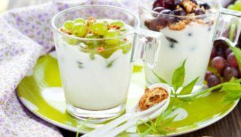 Сливочно-йогуртовый десерт с виноградом