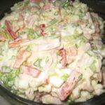 Очень вкусный салатик пробовала вчера у мамы. Сегодня уже такой у меня на столе!