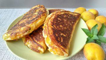Побалуйте близких «Варениками» на сковороде с абрикосами!