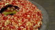 Популярное блюдо, которое каждая хозяйка готовит немного по-своему. Изюминка этого рецепта – в моркови по-корейски.