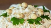 Простой и сытный салат с минимумом ингредиентов