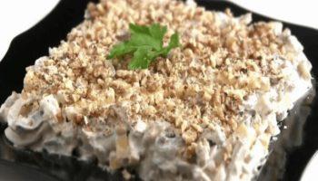 Салат «Ореховый» с кальмарами, шампиньонами и сыром