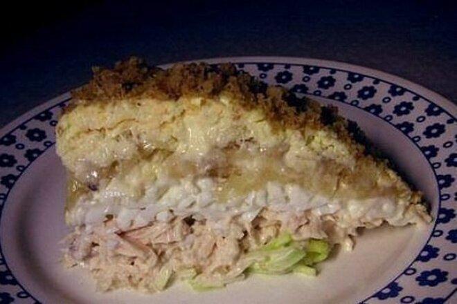 Слоеный салат «Нежность» с курицей и бананом