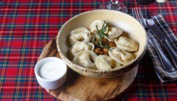 Сытное и пикантное блюдо!Вареники с любимой капустой и салом!