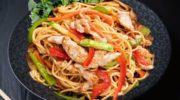 Такое блюдо можно приготовить из свинины или курицы. Хорошее кушанье для холодного времени года.