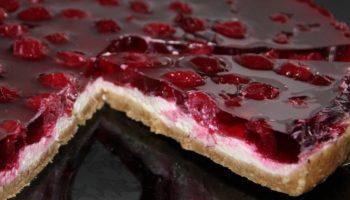 Торт с вишней без выпечки