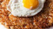 Несложное блюдо в английском стиле. Хашбраун с беконом и яйцом на завтрак!