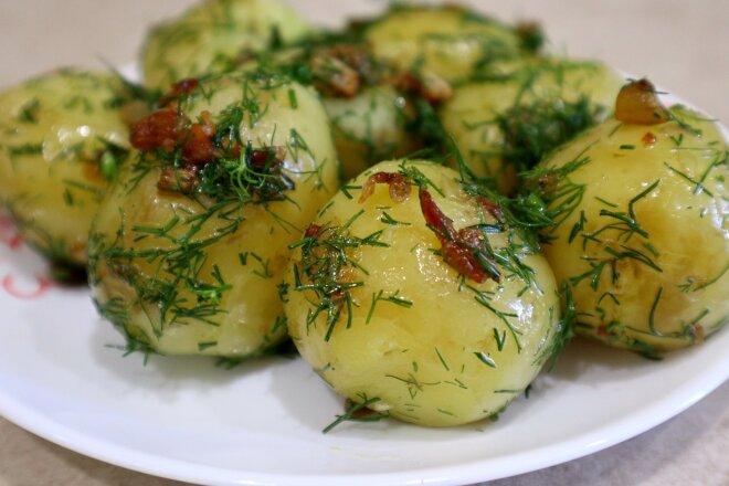 Я часто готовлю молодой картофель по этому рецепту. Это очень вкусно!