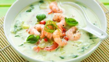 Аппетитный сырный суп с креветками