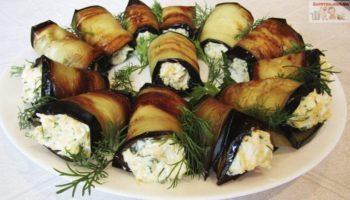 Рулетики из баклажанов — очень вкусная сезонная закуска. Эти рулетики можно делать с разными начинками, сегодня мы их приготовим с сыром и яйцом.