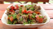 Говядина томленая с овощами и грибами еринги в чугунке, тушеное мясо